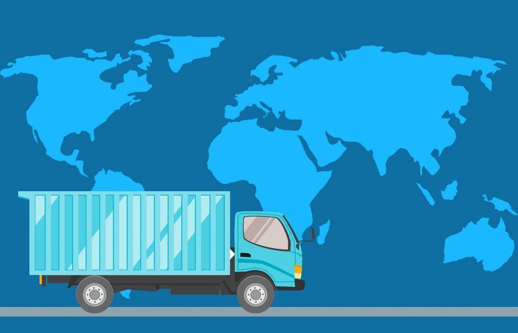 camion de transport devant une carte de la planète